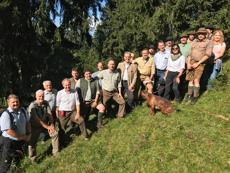 Jagd Gapa Beitraege Waldbegang mit Staatsminister Hubert Aiwanger